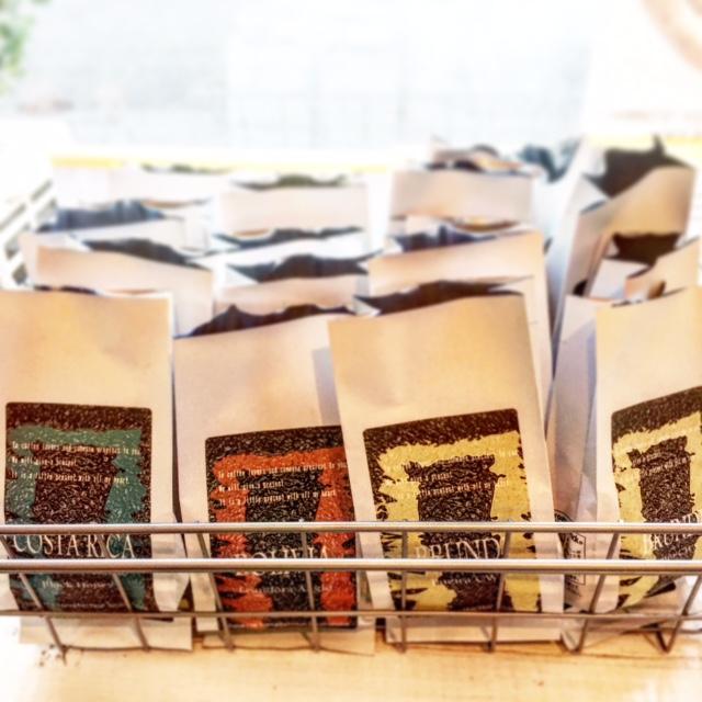 コーヒー豆のパック詰め