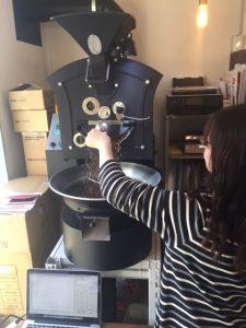 コーヒーの焙煎を体験,シェアロースター